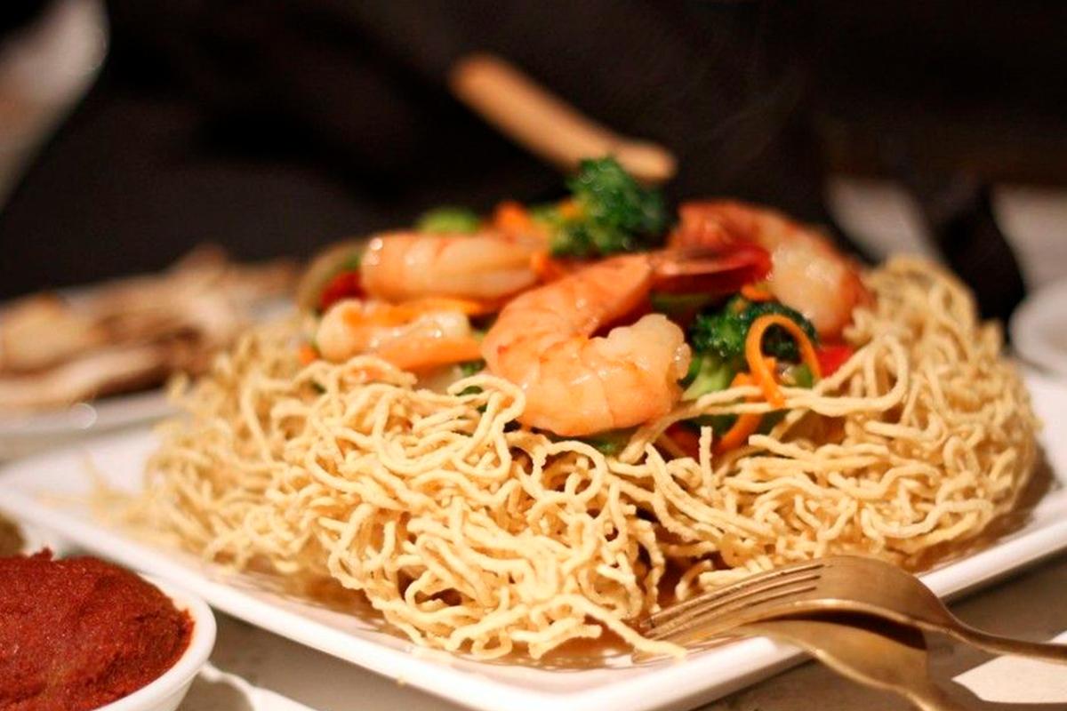 Sauté de légumes avec crevettes